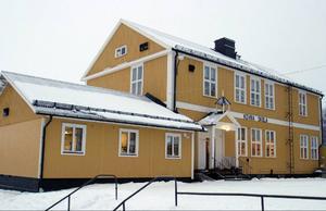 Kövra Byskola vill gärna köpa loss skolbyggnaden i Kövra som nu ska säljas.
