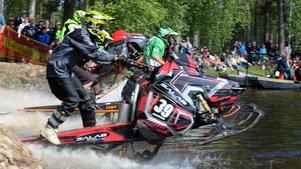 Watercrosstävlingarna i Sveg lockade stor publik och bjöd på många spännande heat