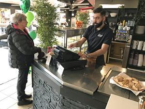 Bistroägaren Nibal Al Massri har snart varit igång i en vecka med sitt Green Café Corner i Oskargallerian.