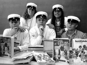 1989 träffade ÖP Johan Sandler, Cina Falkeström, Peter Lydén, Monica Lundström och Magnus Palm i klass S3a på Palmcrantzskolan. De intervjuades om vad de tyckte om skoltiden och vad de trodde om framtiden.