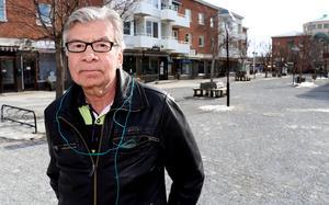 Ångepensionären Ulf Stecksén berörs inte personligen av Arbetsförmedlingens förslag men ser det som ännu ett steg i negativ riktning för Ånges samhällsutveckling.