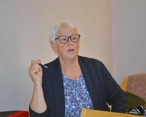 Anita Andersson tycker att deltagarna utvecklas som personer genom allt de lär sig på skrivkursen.