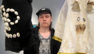 Tommy Pedersen: Personligt ledord till sina verk: Anonym.