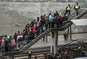 Centerpartiet har lagt flera förslag på att kraftigt minska kostnaderna för det initiala flyktingmottagandet genom att föra en politik som ska korta asylprocessen, skriver Anne-Li Sjölund (C). Bild: Johan Nilsson/TT