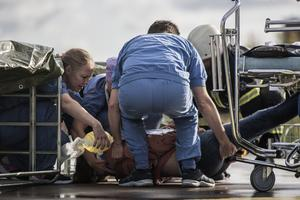 En av de  frivilliga skademarkörerna hade en befarad ryggmärgsskada.