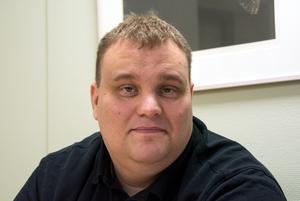 Robert Gatugård är mottagningsgruppens chef inom socialtjänsten och han riskbedömer ständigt innehållet i orosanmälningarna som lämnas in.