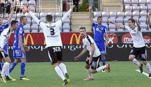 Filip Rogic dök upp som den gubbe i låda han emellanåt är. I slutsekunderna tryckte han in 2–1 till Örebro i hemmamötet mot GIF Sundsvall. Bild: Conny Sillén/TT