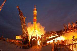 Bilden togs den 25 september i år på kosmodromen i Baikonur i Kazakstan, även om platsen hyrs av Ryssland. Baikonur är historisk mark; härifrån skickades förste mannen – Jurij Gagarin – upp i rymden liksom första kvinnan – Valentina Teresjkova. Soyuz FG-raketen skickade upp Jessica Meir och hennes kolleger till ISS – det var för övrigt sista gången en FG-raket användes. Nästa uppskjutning ersätts den av den modernare Soyuz-2.