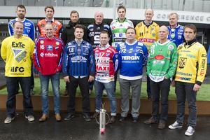 Tommy Österberg, i mitten i främre raden. Förutom att ha tränat och varit sportchef i Kungälv har han även tränat Kalix och Vetlanda. Som spelare är han mest känd för sina säsonger i Bollnäs under 2000-talet. Foto: TT.