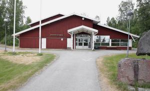 Anrika familjeföretaget PJ Maskin i grannbyn Norrvik är i färd med att köpa Brunnsvikshallen, där butik och visningshall ska finnas.