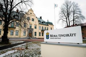 I dag fredag inleddes huvudförhandlingen mot mannen från Västerdalarna som är misstänkt för grov våldtäkt mot barn.