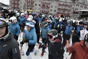 På fredagen hade skidåkarna ledigt från de vanliga tävlingarna, och fick bland annat information från skidgymnasium.
