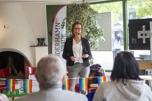 I invigningstalet pratade Marjo Myllykoski (M) om allas lika värde och vad Pride betyder för samhället.