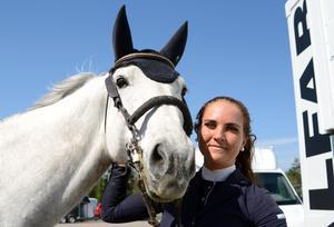 Jessica Simm och Earl Grey tog en fin tredjeplats i 1,40-klassen.