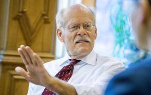 Riksbanken, med dess chef Stefan Ingves i spetsen, idkar ingen självkritik fast de pekar på de stora riskerna med hushållens höga skuldsättning. Bild: Vlaudio Bresciani/TT