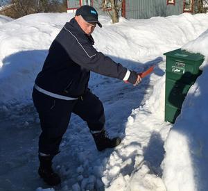 Vintern är extra slitsam för brevbärarna. Många fastighetsägare är dåliga på att sanda och skotta framför postlådan.