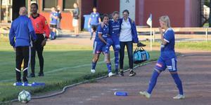 Sandra Kokk fick kliva av matchen efter bara 30 minuter efter en närkamp i egna straffområdet.