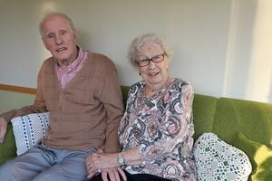 Arthur var 25 år och Elisabeth 22 år när de gifte sig. I sommar har de fyllt 95 och 92 år.