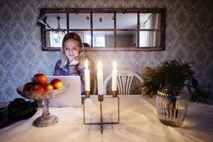 Via sin blogg och sitt Instragramkonto Lilla fruns dagbok delar Emmeli med sig av sitt liv på Norra Drömgården.