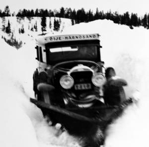 Snörik vinter på turen mellan Härnösand och Öije. Minibussen  fick även fungera som snöröjare.