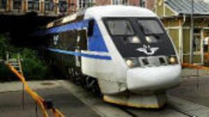 Bara 12 procent av resenärerna till Stockholm valde tåget under juli-september. SJ vill att sträckan rustas upp tidigare så att restiden kortas.