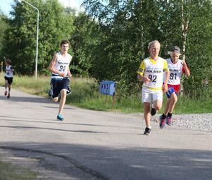 Willam Nordell, Berg, hade en hård kamp mot hemmalöparna Gusten Persson och Tim Nord. Loppets sista 300 meter var Nordell klart starkast och segermarginalen blev betryggande.