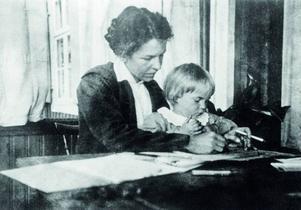 Modern Signe Hammarsten-Jansson var konstnär och illustratör och Toves första och främsta läromästare. Foto: Moomin Characters