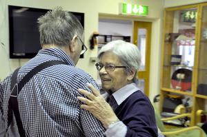Börje Persson bjöd upp Karin Karlsson till toner från Ediths trio från Lit.