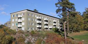 En hyresgäst på Fröjas väg i Nynäshamn får skadestånd efter att ha haft skyhöga radonvärden i sin lägenhet.