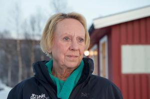 Catharina Bernström-Roark har levt i olika världar. Hon har pendlat mellan Östermalm och Skärkdalen, Los Angeles och Härjedalen. Nu pendlar hon mellan Bruksvallarna och Røros. Hon ser det både som motsatser och komplement.