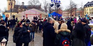 Många sökte sig till Stora torget när Vinterfesten drog igång.