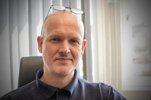 Pär-Olov Danielsson har arbetat som kriminaltekniker sedan 2011. Innan dess jobbade han som lokal brottsplatsutredare i Borlänge. Han har jobbat som polis sedan 1996.