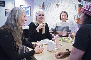 Malou Skoglund dillar att allt på kaféet är lactosfritt.