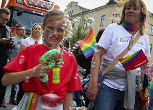 Åttaåriga Ebba Fagerlind blåste såpbubblor.