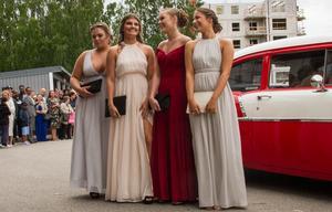 Till balen kom Lillemor Lindkvist tillsammans med Sofia Karlsson, Emma Ahlman och Stina Tjäder i en röd och vit Chevrolet.