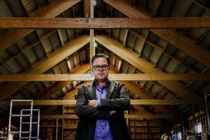 Mattias Österling är VD för byggföretaget som vill bygga dagligvaruhandel på Henemoren. Han menar att företaget byggt på betydligt svårare platser än Henemoren.