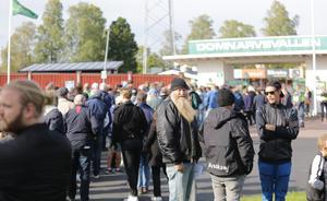 Köerna ringlade sig långa utanför Domnarvsvallen inför söndagens match mellan Brage och Dalkurd. Publiksiffran blev fina 3486 personer.