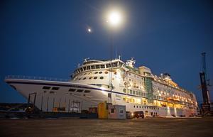 Fartyget är 177 meter långt, 28 meter brett och har 11 däck. Som mest får det plats 1800 passagerare i de 715 hytterna.