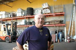 HOPPAS PÅ BÄTTRE TIDER. Svante Wollert är tredje generationen som driver Wollerts spannmål. De låga priserna gör att han ser på framtiden med oro.