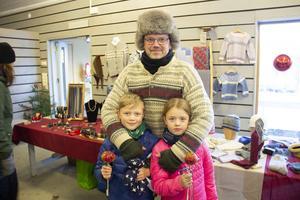Thomas Wennlund var på marknaden med barnen Robin Wennlund 8 år och Ester Wennlund 7 år. De är bosatta i Ockelbo och uppskattar julmarknaden.