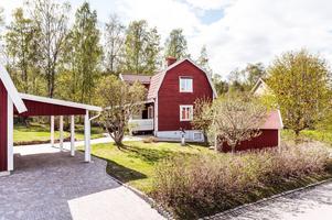 Villa i Daglöstäkten från 1924 med gäststuga och garage. Foto: Kristofer Skog Husfoto