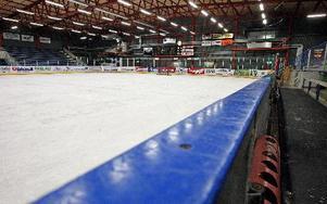 Driften av ishallen i Gylle tynger Borlänges Hockey budget. Med sänkta driftsavtal går verksamheten inte ihop. Nu utreds om ett kommunalt                     arenabolag effektivare kan sköta driften av idrottsanläggningarna. Foto: Johnny Fredborg