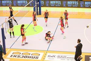 Örebro Volley föll igen och är illa ute i SM-semifinalen.