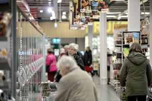 Kött, fågel, fisk eller grönt, det är frågan. På tisdagarna handlas det med rabatt på Maxi ICA, om man är pensionär.