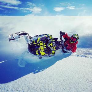 Emil Lindholm bytte från motocross till skoter och har hittat sin nya passion på snö. Foto: Privat