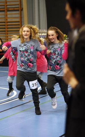 Alma Swärdh och Ida Lundqvist hade skoj under Bumpy Feet Cup.
