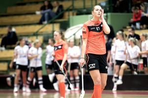 Ronja Grönvold deppar efter ett av Öviks sju mål i länsderbyt.