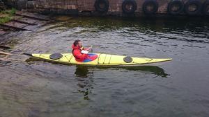 För de som orkar kan paddla kajak med Astrid Landgren Patterson som driver företaget Kajak och uteliv.  Foto: Privat