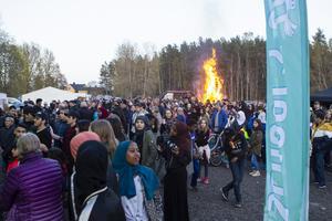 Det var många som bestämde sig för att besöka Stenbacken på Valborgsmässoaftonen.