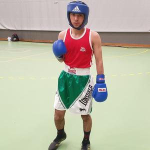 Mustafa Husseini innan sin match i A-klass.